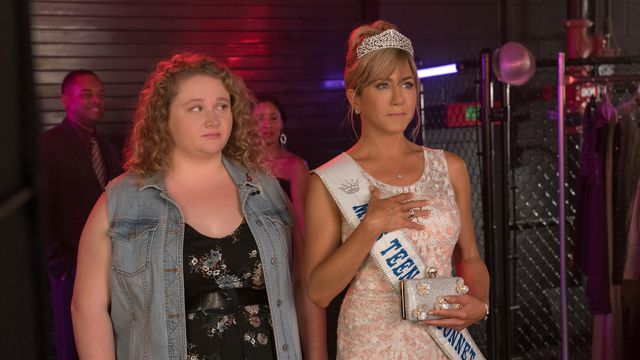 Danielle Macdonald and Jennifer Aniston as Willowdean and Rosie Dickson, respectively.
