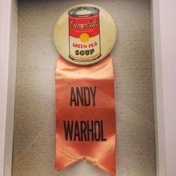"Andy Warhol art exhibit pin, via <a href=""http://instagram.com/p/TtBrotGRRd/"">@drinksmall</a>"