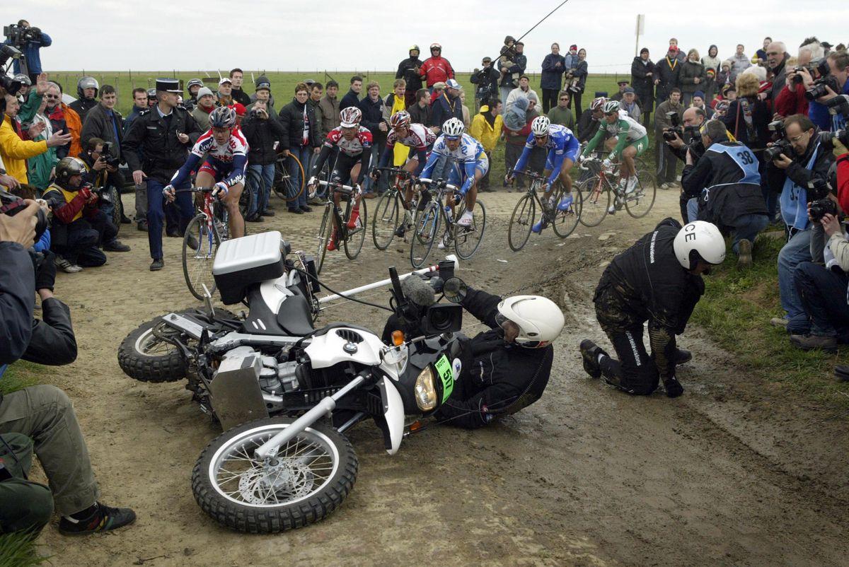 Moto crash Paris Roubaix
