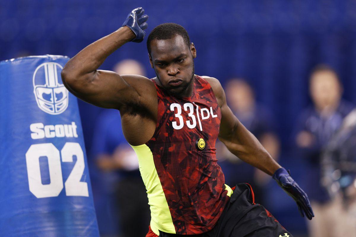 Alabama defensive lineman Quinnen Williams runs an