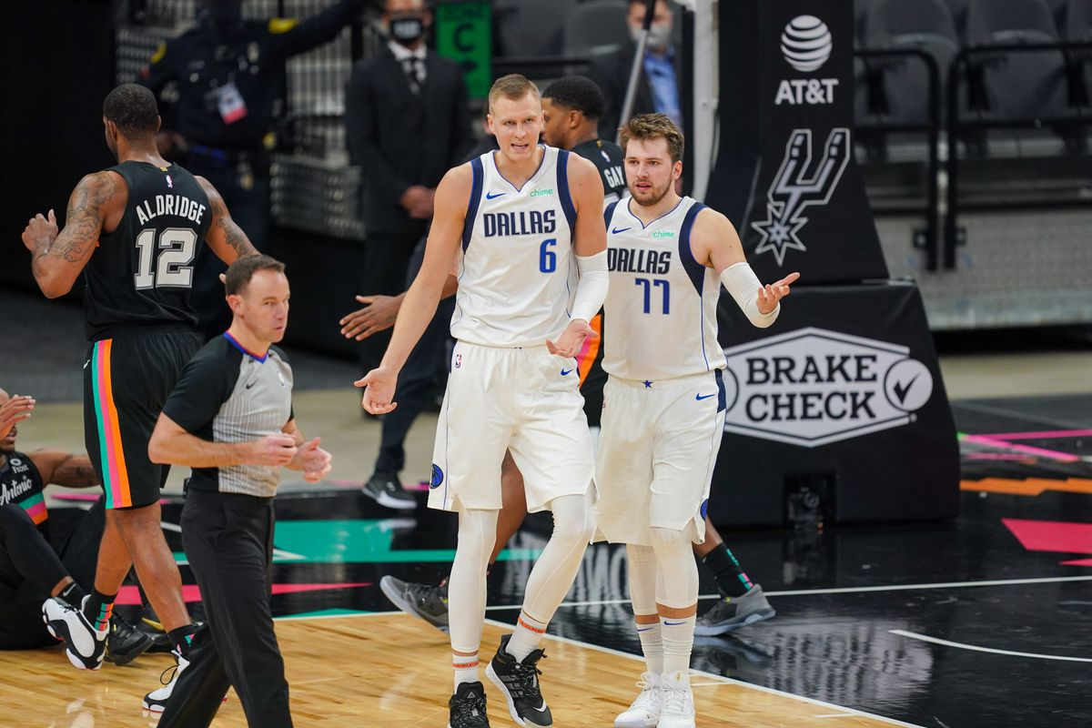 NBA: Dallas Mavericks at San Antonio Spurs