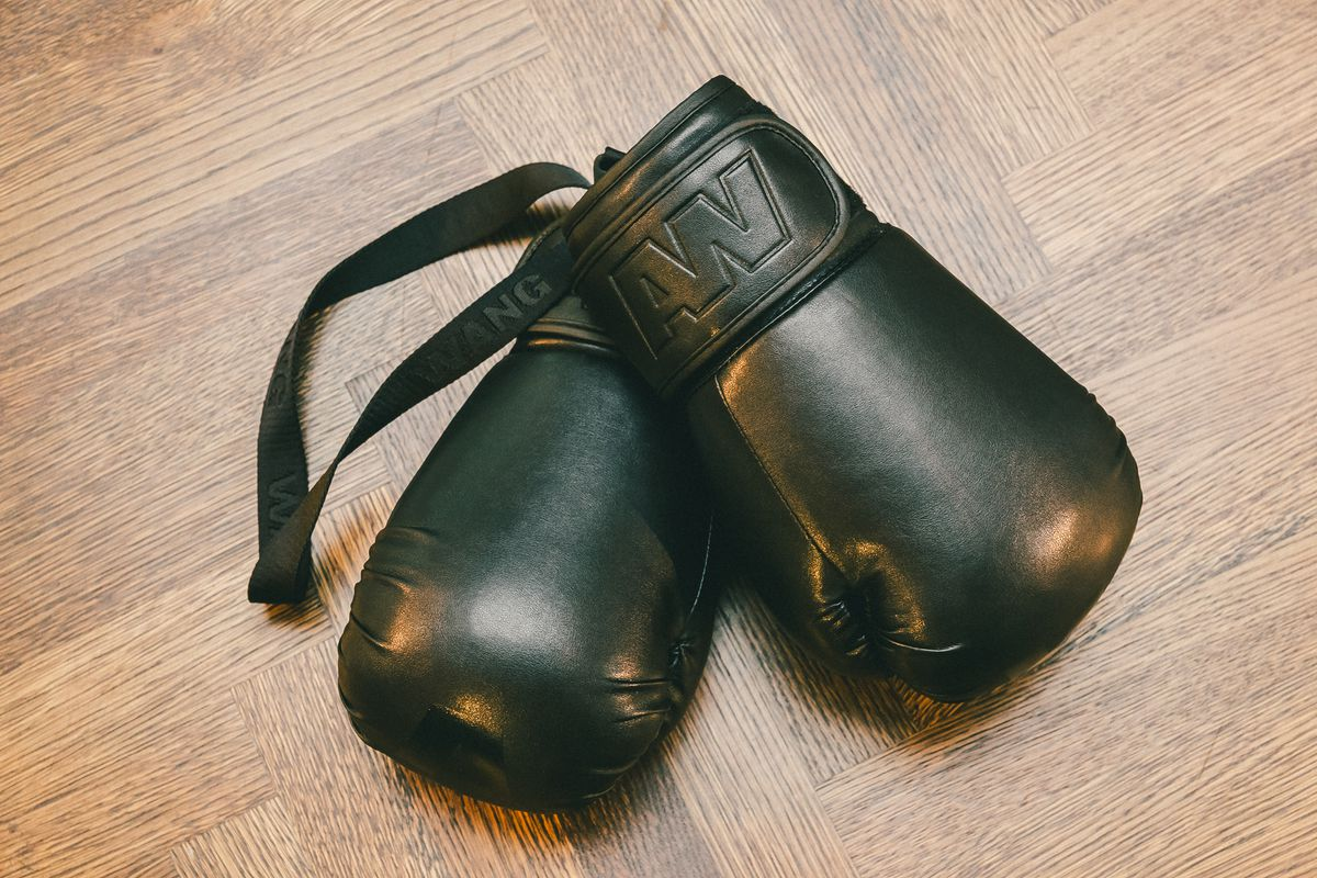 alexander-wang-hm-boxing-gloves-2015_02