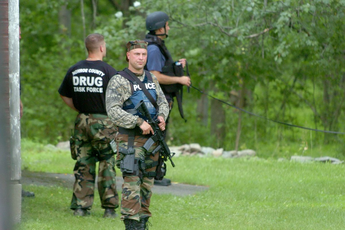 New York prison manhunt is over: one escapee dead, one in