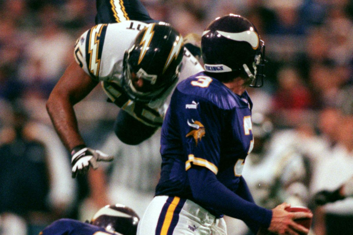 Vikings running back Robert Smith blocks San Diego charges defensive end Al Fontenot off his feet in the 3rd quarter, buying Jeff George more time to pass.