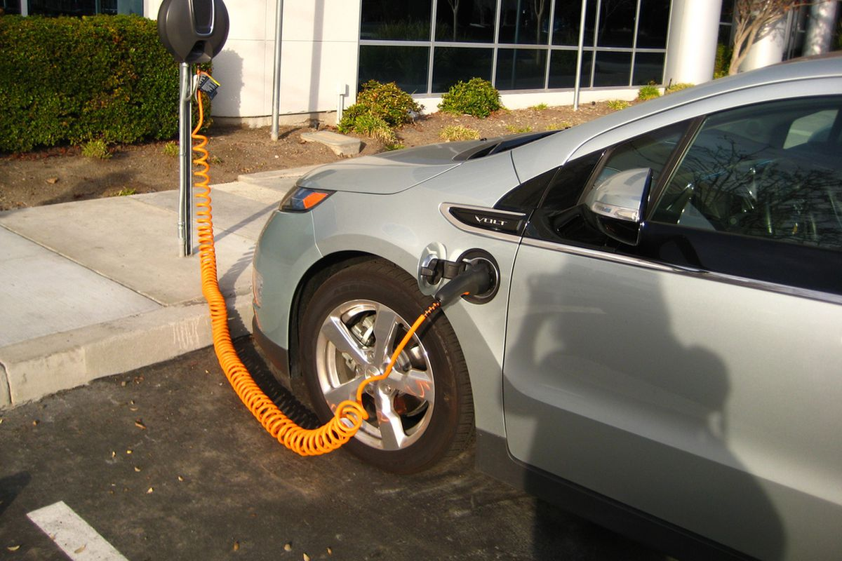 A Chevrolet Volt At Charging Station In California 2017 The Rabbit Flickr