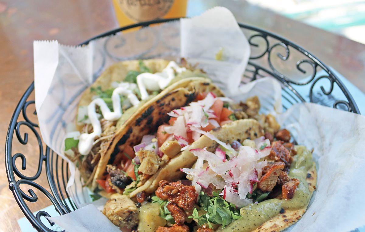 chilacates al pastor tacos