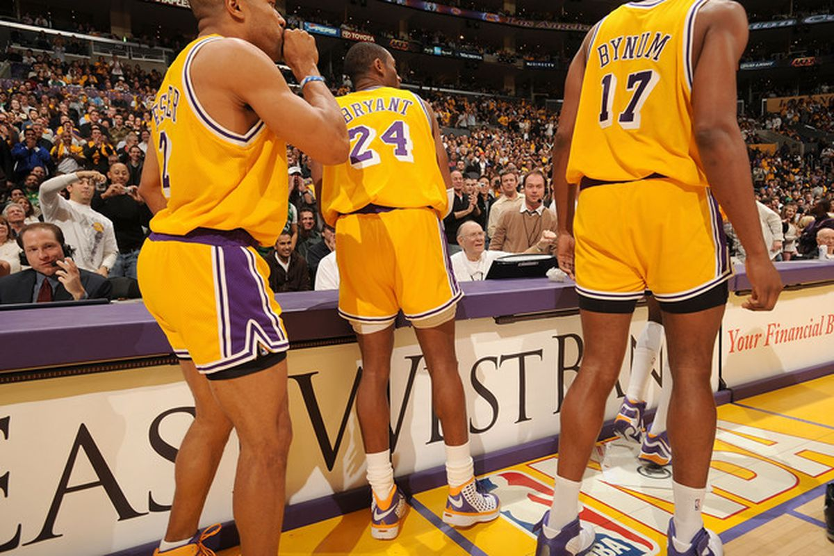 """via <a href=""""http://awfulannouncing2.files.wordpress.com/2007/12/lakers.jpg"""">awfulannouncing2.files.wordpress.com</a>"""