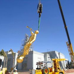 The Angel Moroni statue is lifted to the top of the Cordoba Argentina Temple.