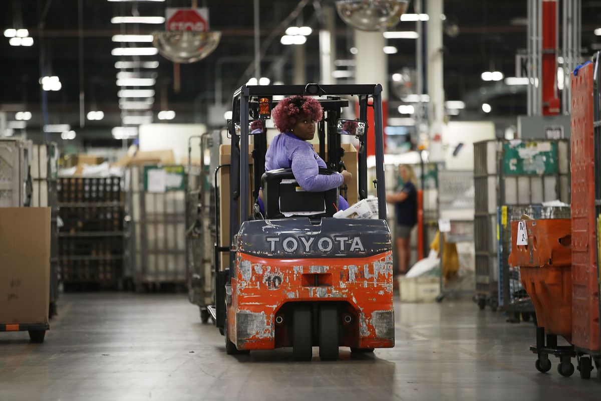 US Postal Service Ramps Up Mail Processing For Holiday Rush