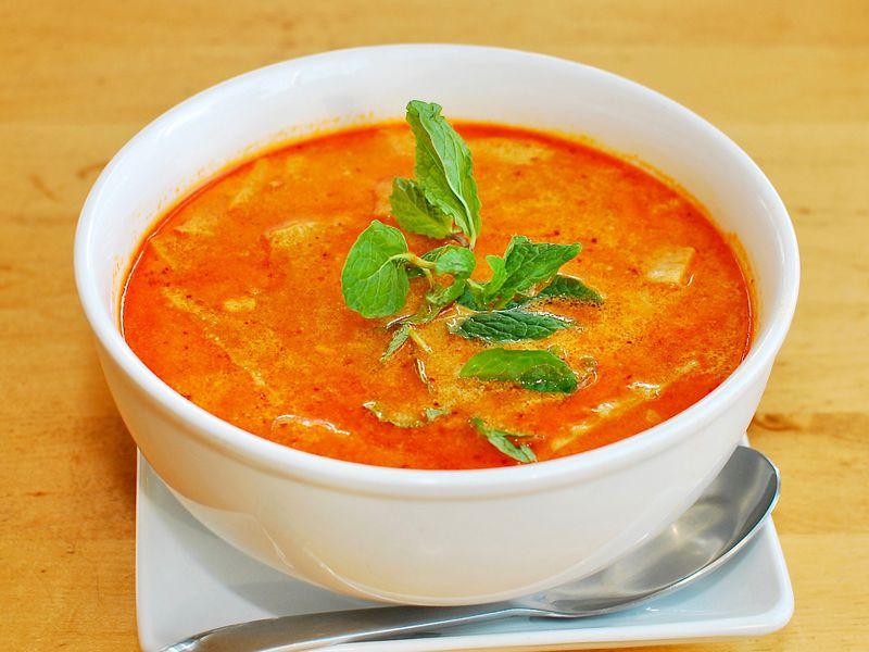 A bowl of noodle soup.