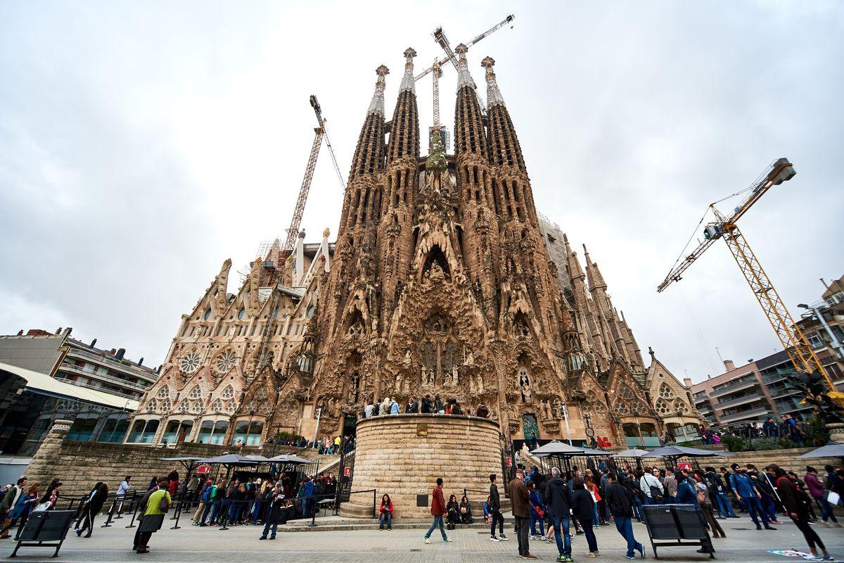 Cranes over Sagrada Familia, as seen in April 2016.