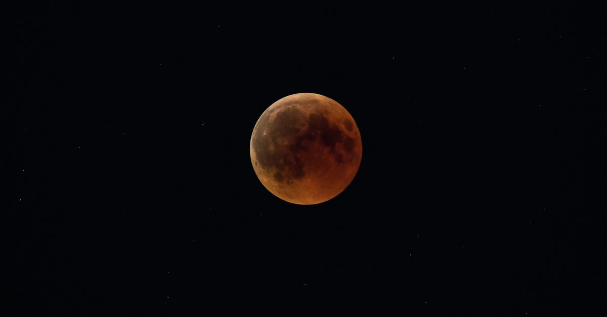 red moon 2019 may - photo #2