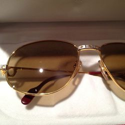 Close up of 1980s 18k gold vintage Cartier
