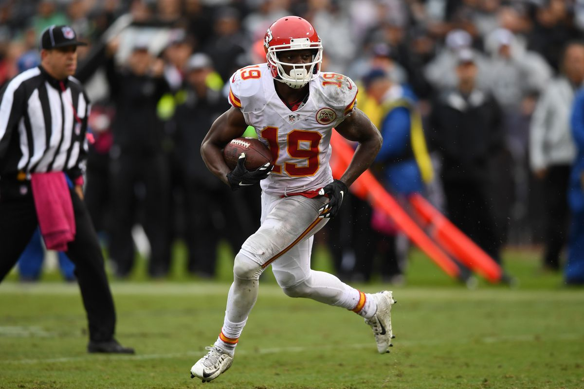 Bills host free-agent receiver Jeremy Maclin for a visit