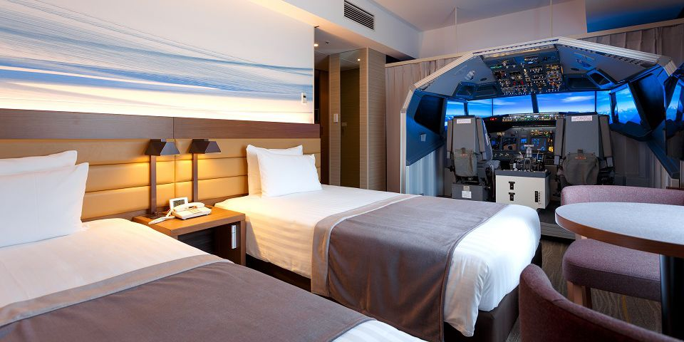 A Japanese hotel has built a lifesize flight simulator into one of its rooms