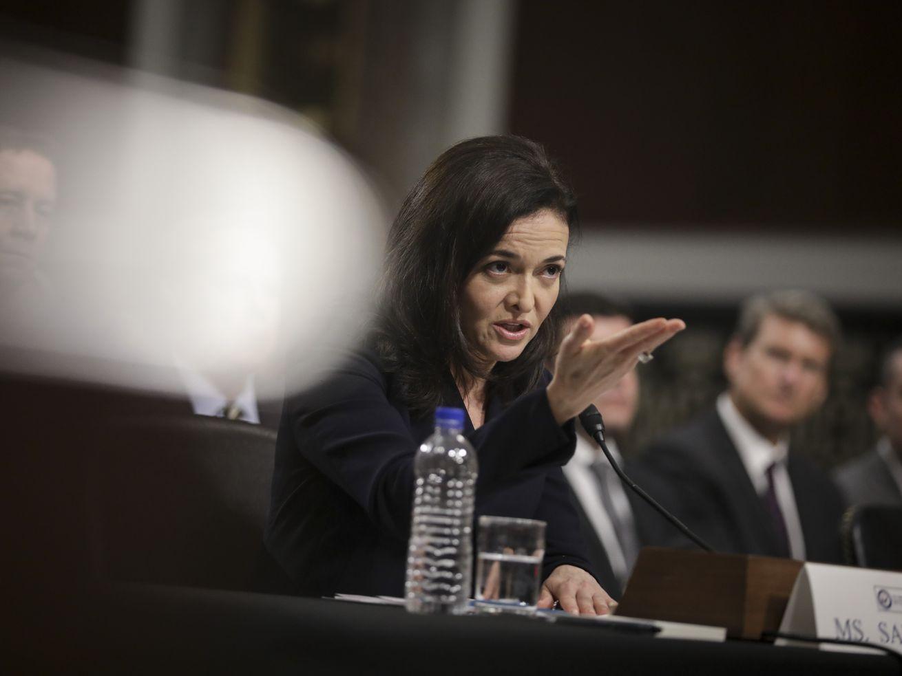 Facebook首席运营官谢乐尔•桑德伯格(Sheryl Sandberg