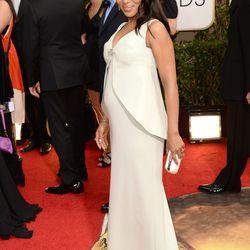 Equally preggers Kerry Washington aka Olivia Pope donning custom Balenciaga.