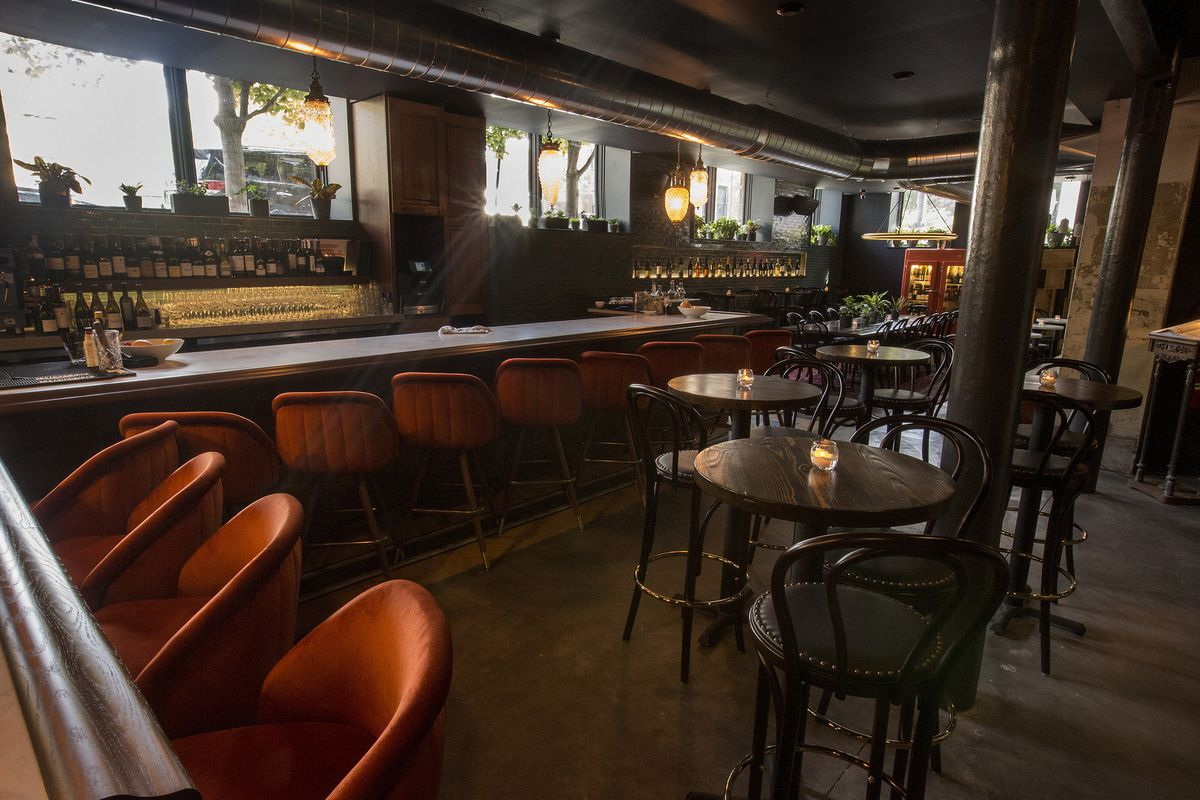 Tour This New West Loop Wine Bar, Now Open Inside a 109-Year-Old ...