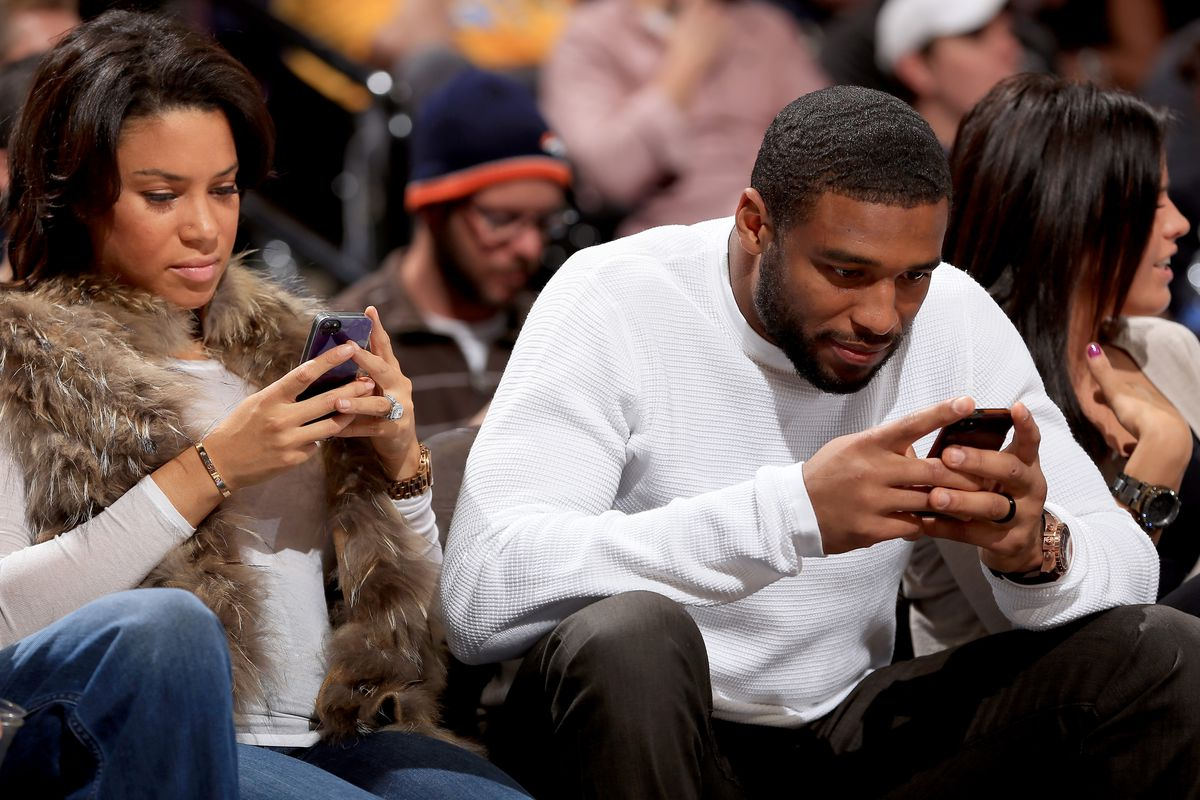 Hey Wesley Woodyard, watch the game! Wait, what game is this from? The Bulls?!