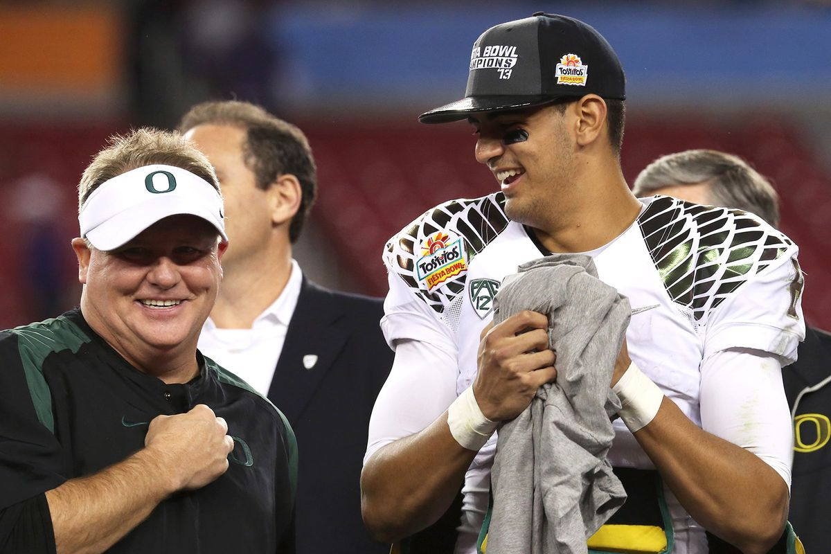Chip Kelly and Marcus Mariota (GettyImages)