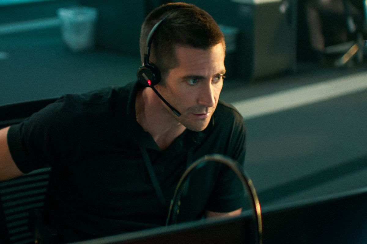 JAKE GYLLENHAAL with a headset at a 9-1-1 computer bay in The Guilty