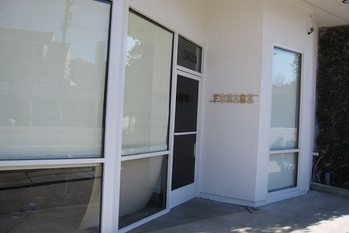 """[Photo: <a href=""""http://eatingla.blogspot.com/2010/01/forage-opens-friday-in-town-country.html"""">Eating LA</a>"""