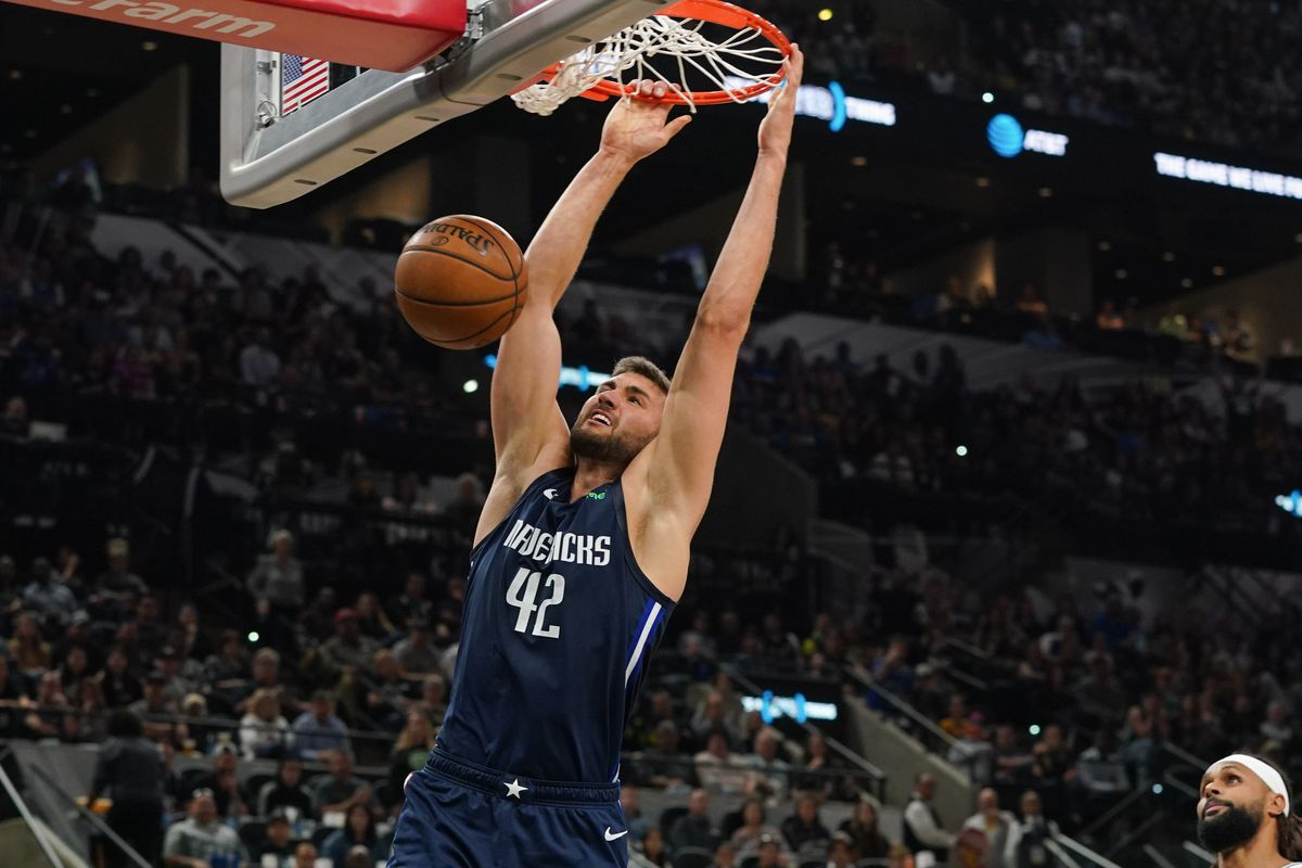 Dallas Mavericks forward Maxi Kleber dunks against the San Antonio Spurs in the second half at the AT&T Center.