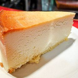 """<a href=""""http://ny.eater.com/archives/2014/07/cheesecake_new_york_style_sietsema_best.php"""">Where to Find New York's Best Cheesecake</a>"""
