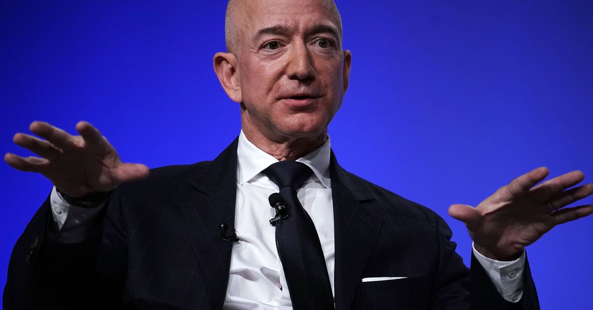 Jeff Bezos says National Enquirer is threatening to publish his nude photos