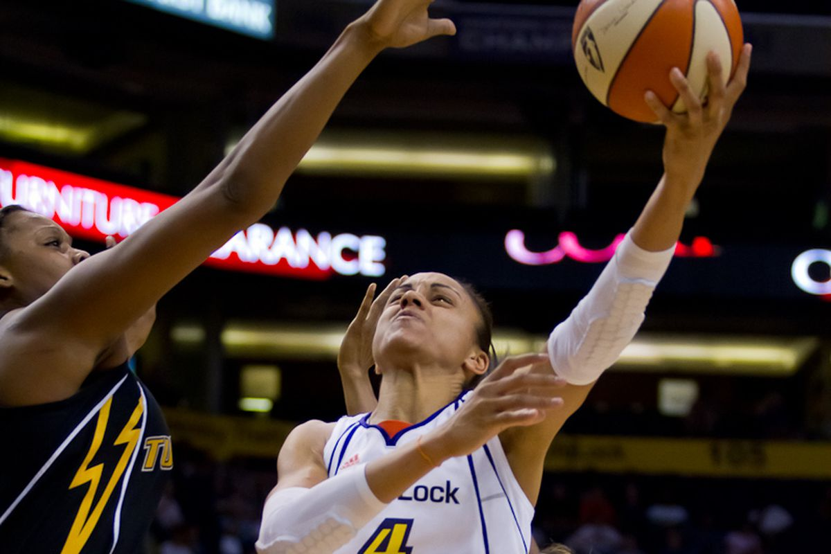 Candice Dupree scores in the paint (Photo by Ryan Malone