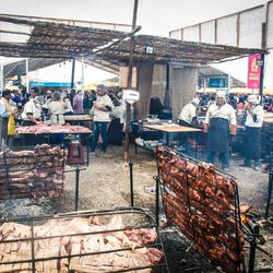 Mundo de la brasa pork crackling