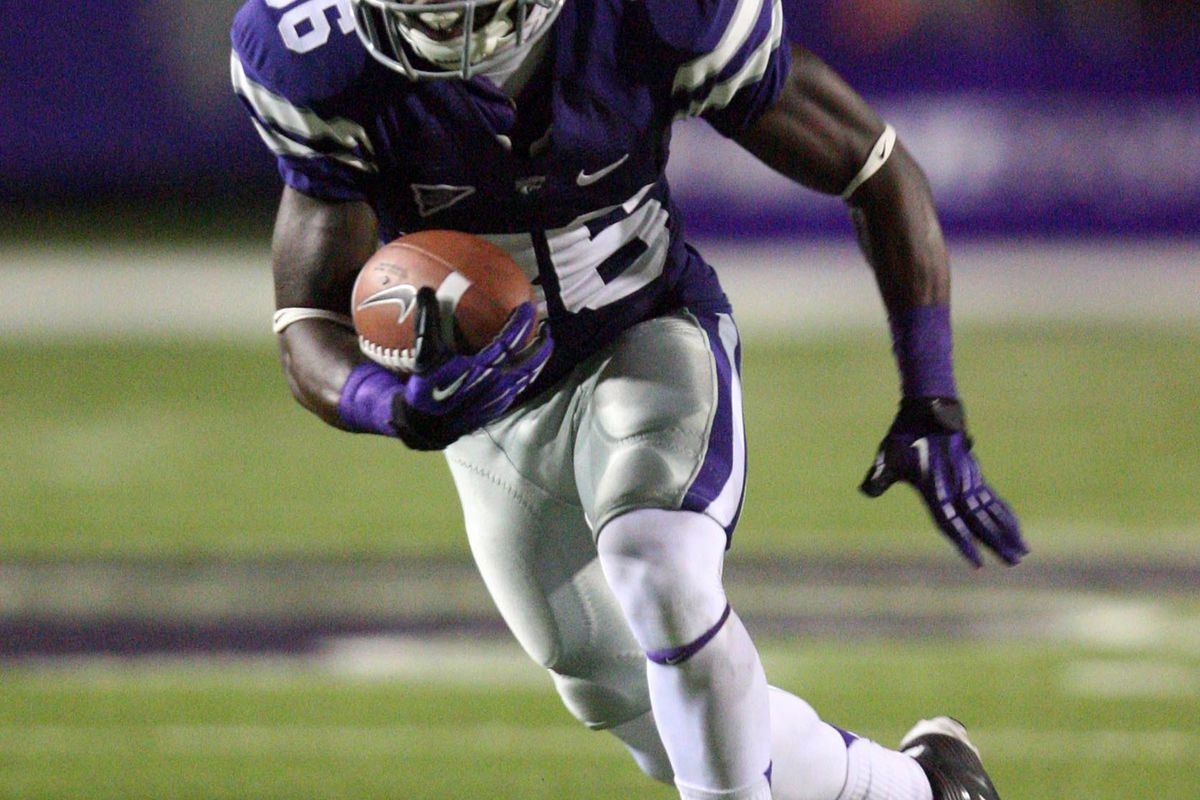 Sep 15, 2012; Manhattan, KS, USA; Kansas State Wildcats wide receiver Tramaine Thompson (86) runs for yards after a catch during a 35-21 win over the North Texas Mean Green at Bill Snyder Family Stadium. Mandatory Credit: Scott Sewell-US PRESSWIRE