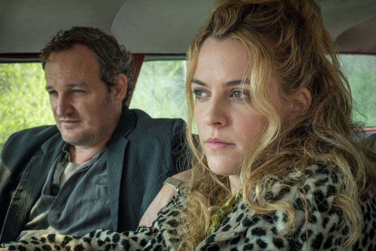 Jason Clarke as Carl Henderson , Riley Keough as Sandy Henderson driving a car in The Devil All the Time