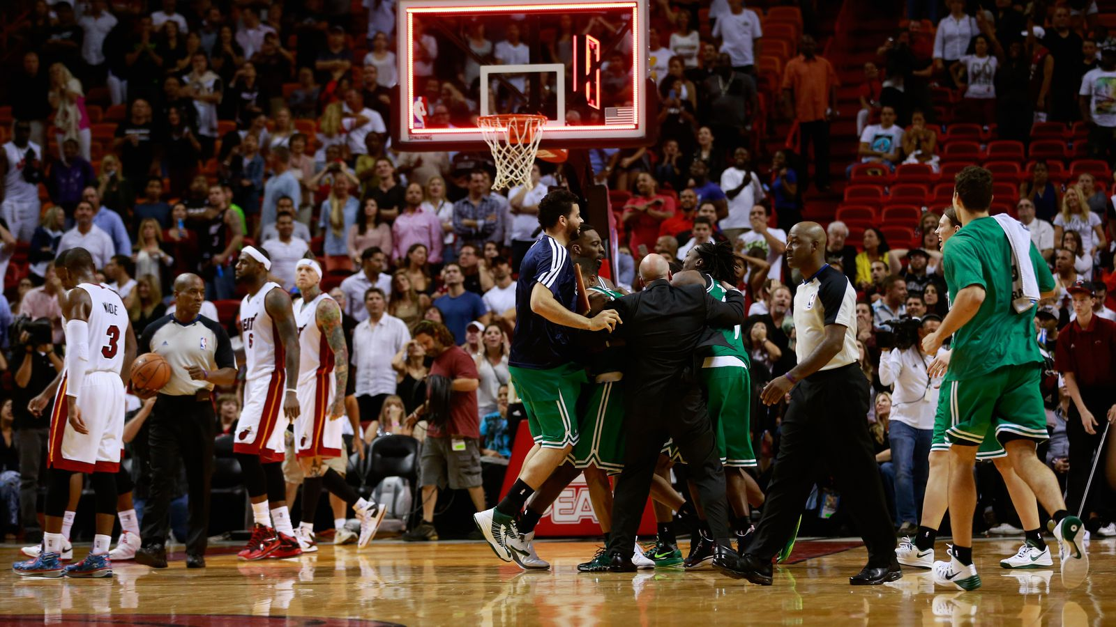 波士顿凯尔特人队如何震惊迈阿密热火队