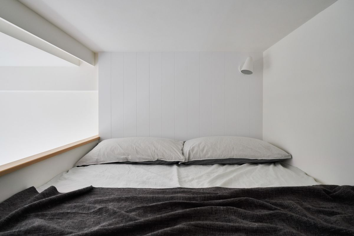 Bed in nook