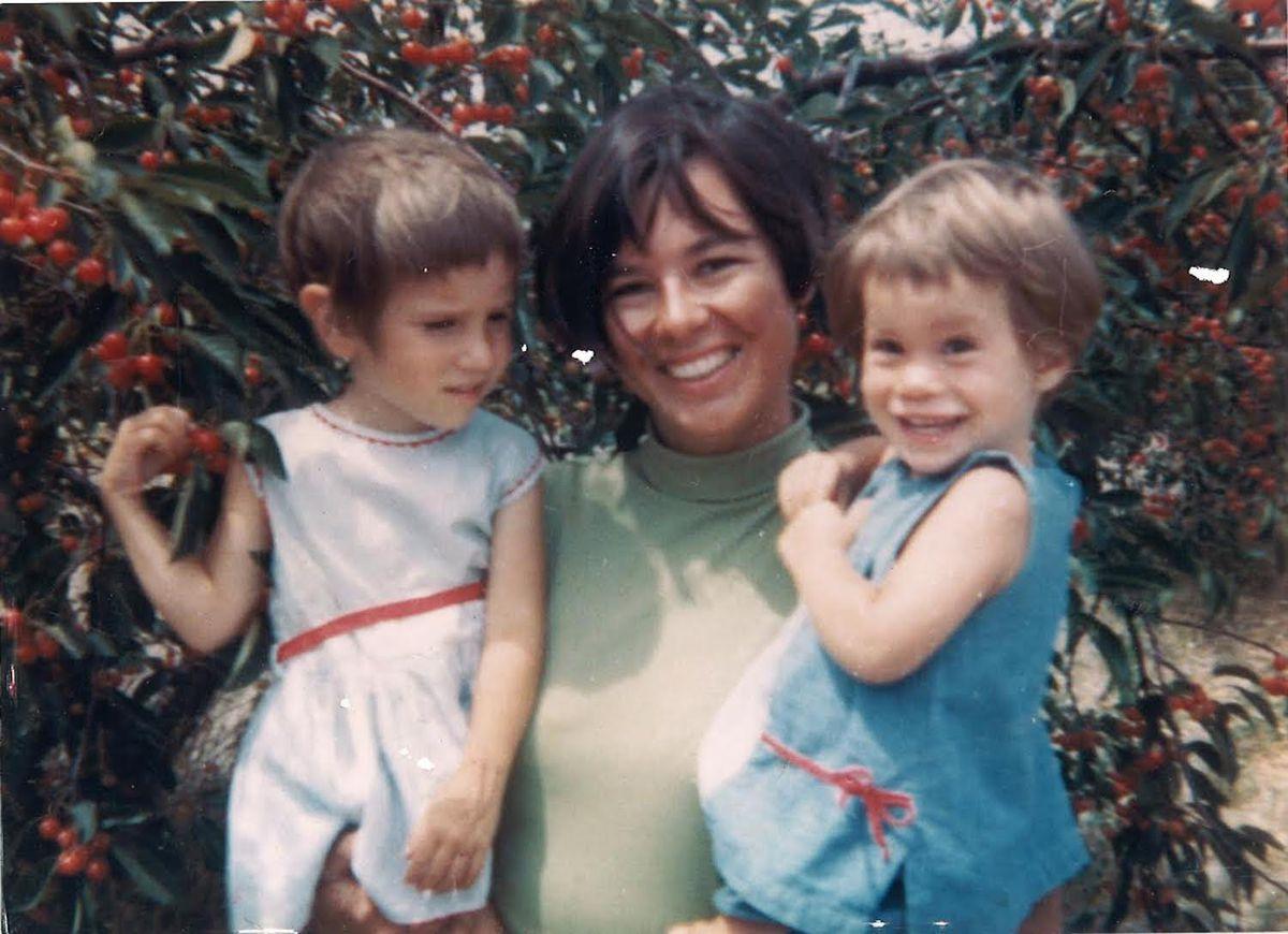 Susann Craig con sus hijas Jennifer (izquierda) y Amy.