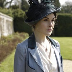 Color-blocking and be-feathered fedora's? Lady Mary was ahead of her time.