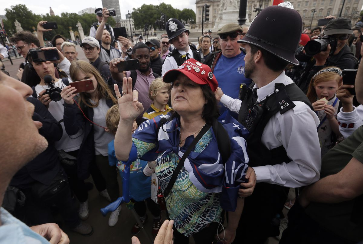 A Trump supporter argues with an anti-Trump protester near Buckingham Palace on June 3, 2019.