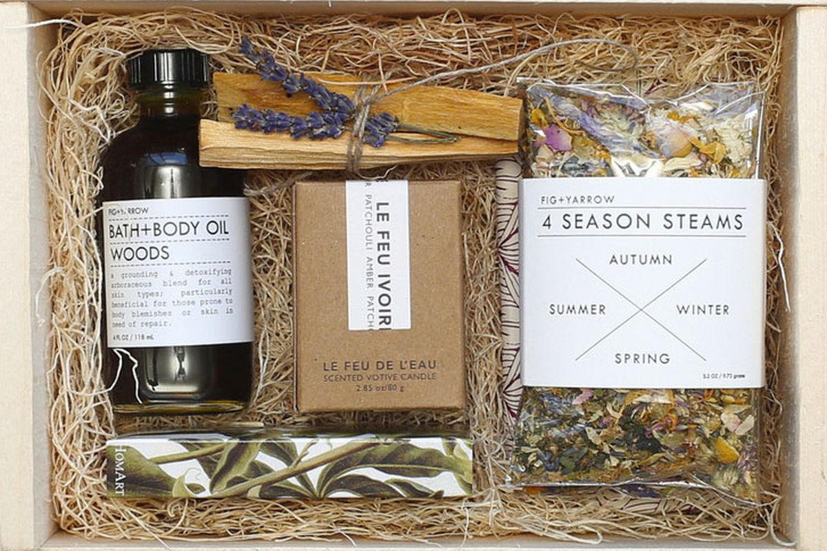 "Simone LeBlack Detox box, <a href=""http://simoneleblanc.com/products/detox-boxp"">$150</a>"