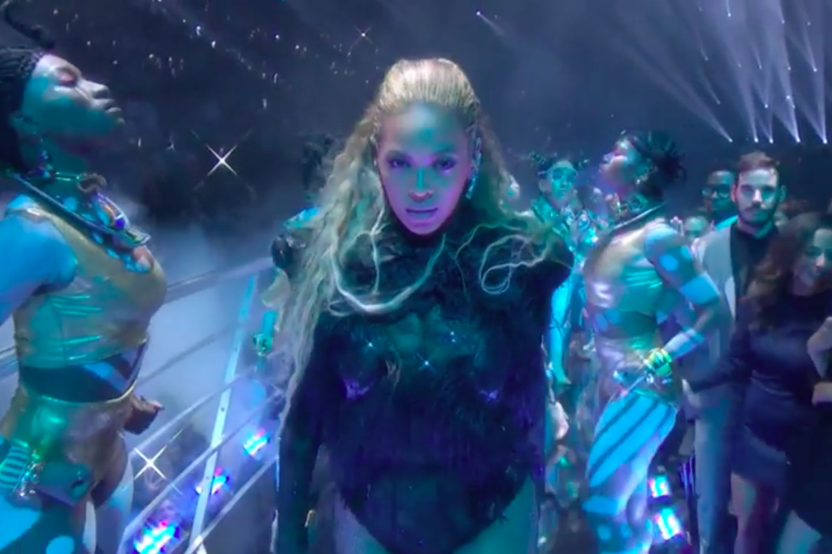 Beyoncé served the VMAs some much needed Lemonade.