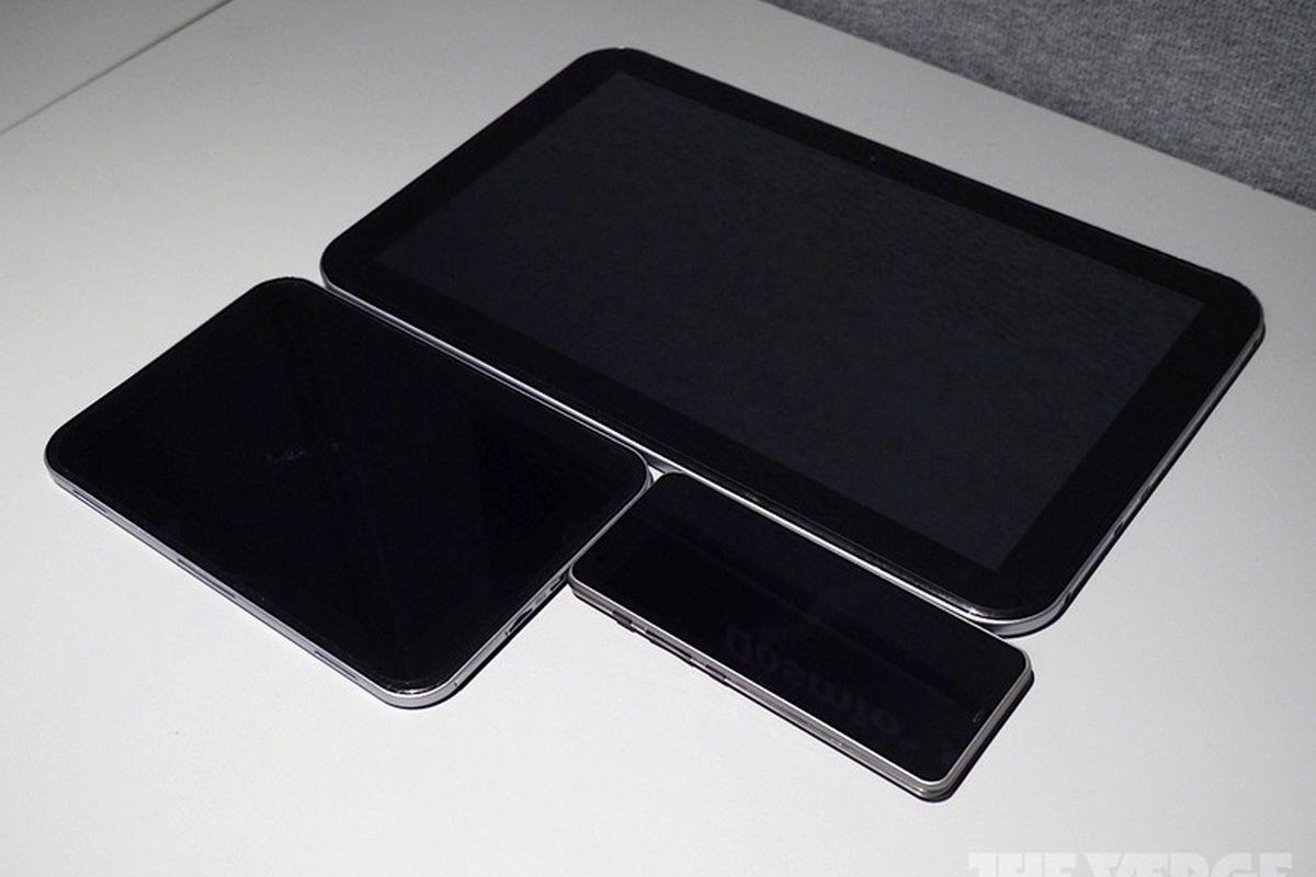 "via <a href=""http://cdn3.sbnation.com/entry_photo_images/2717174/toshiba-prototypes-21-9-phone-tablet-hands-on-P1110976-rm-verge-1020_gallery_post.jpg"">cdn3.sbnation.com</a>"