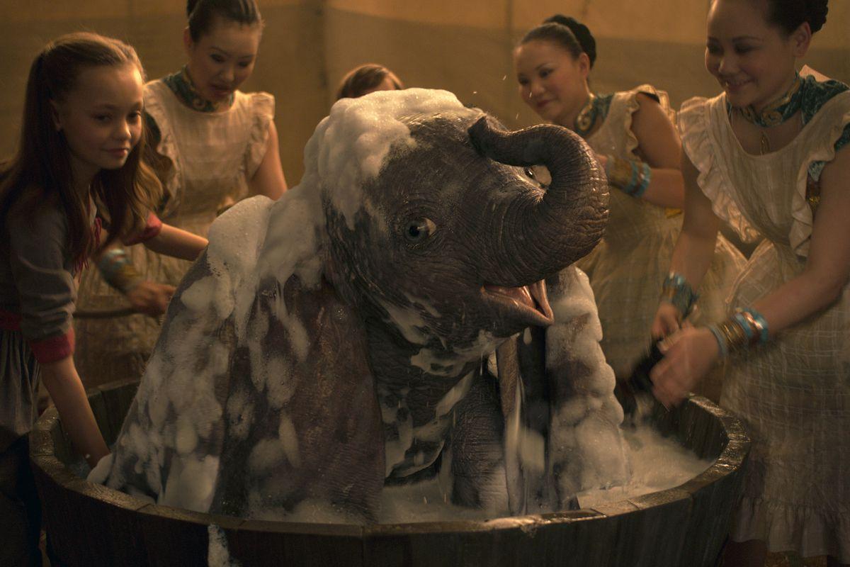Disney's new Dumbo is a garish CGI mess - The Verge