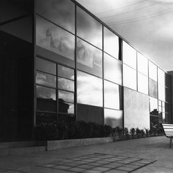 Herman Miller showroom photographed in 1949 at 8806 Beverly Boulevard in the West Hollywood Design District, designed by Charles and Ray Eames. <i>[Photo credit: Charles Eames. Courtesy of Herman Miller Inc.]</i>