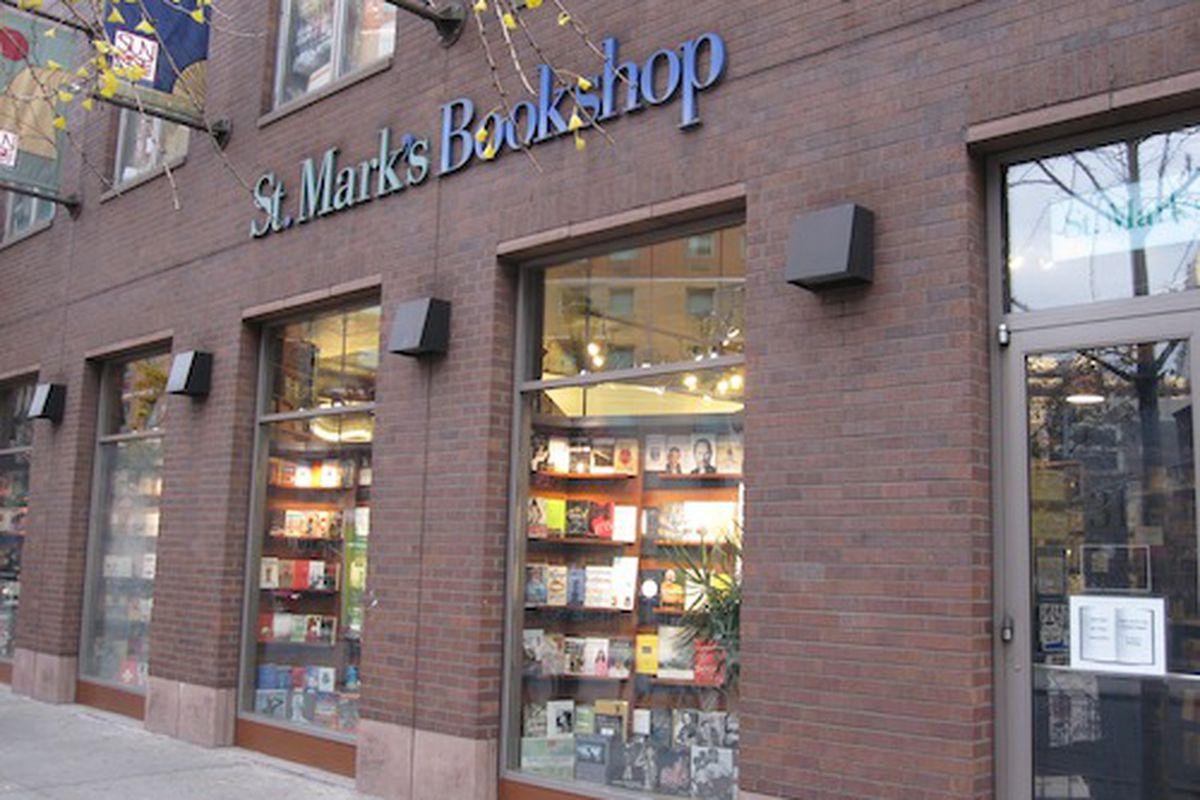 "Image via <a href=""http://diary.thepurplepassport.com/global/shopping-global-cities/the-hunt-bookshops"">The Purple Passport</a>"