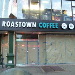 """Roastown Coffee via <a href=""""http://evgrieve.com/2010/10/today-in-new-signage.html"""" rel=""""nofollow"""">EVG</a>"""