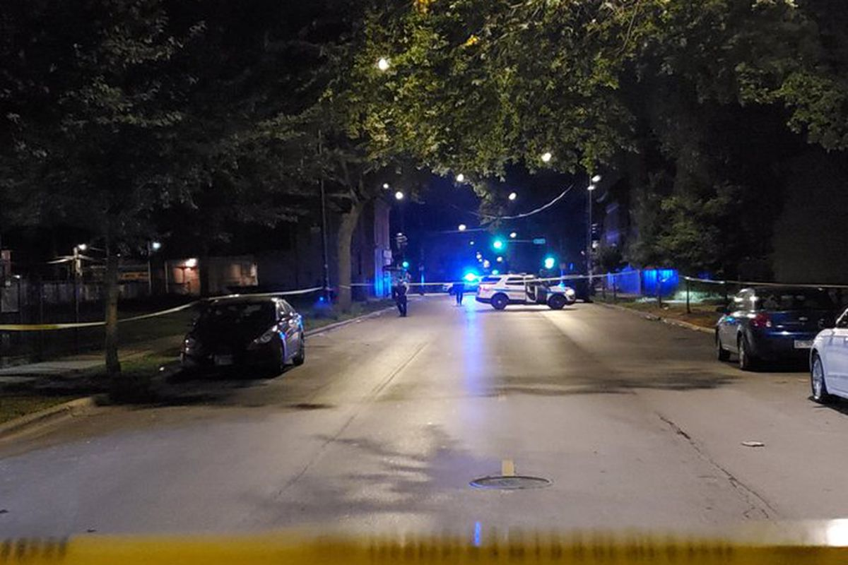 2 men wounded in Garfield Park shooting