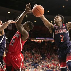 Brandon Williams (2) strips the ball away from Justin Coleman, center, during the 2018 Red-Blue game in McKale Center on October 14 in Tucson, Ariz.