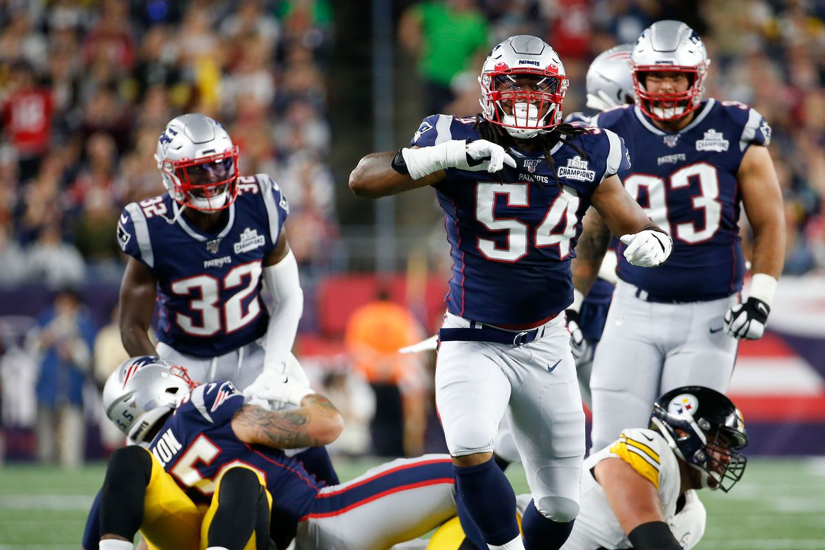 New England Patriots outside linebacker Dont'a Hightower reacts after a tackle against the Pittsburgh Steelers during the first half at Gillette Stadium.