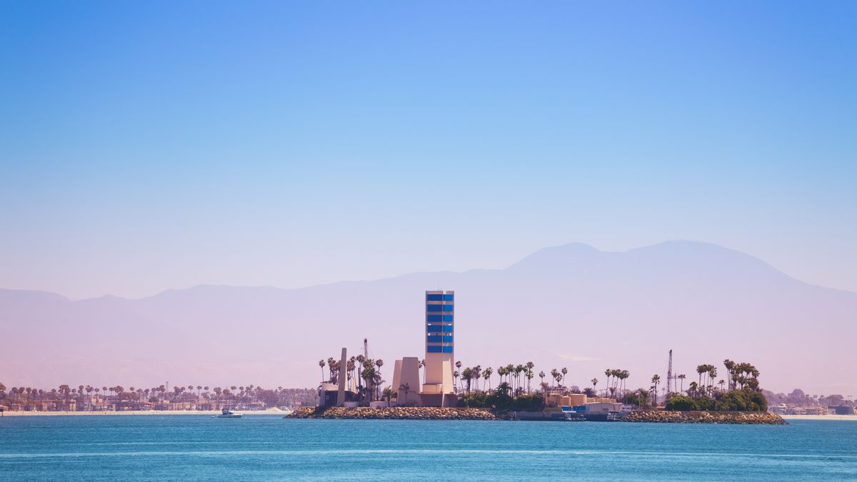 The Story Of Long Beach S Oil Islands Curbed La
