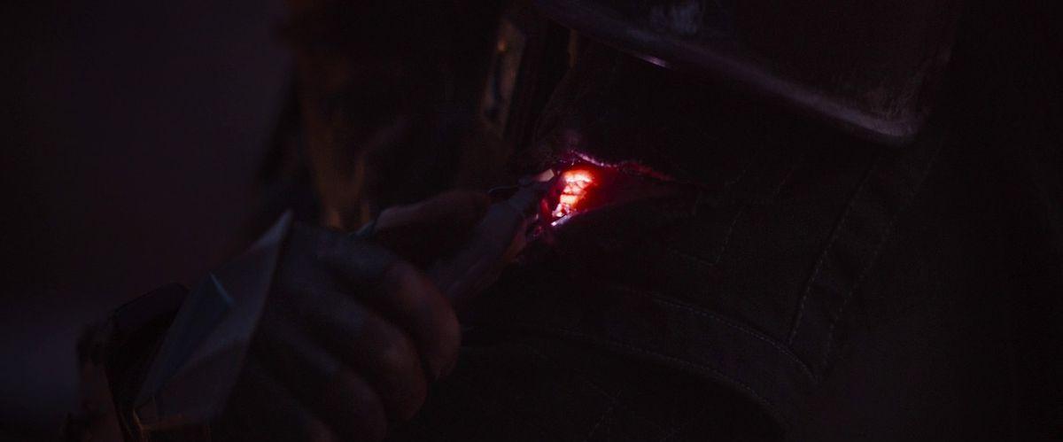 The Mandalorian healing a cut on his arm